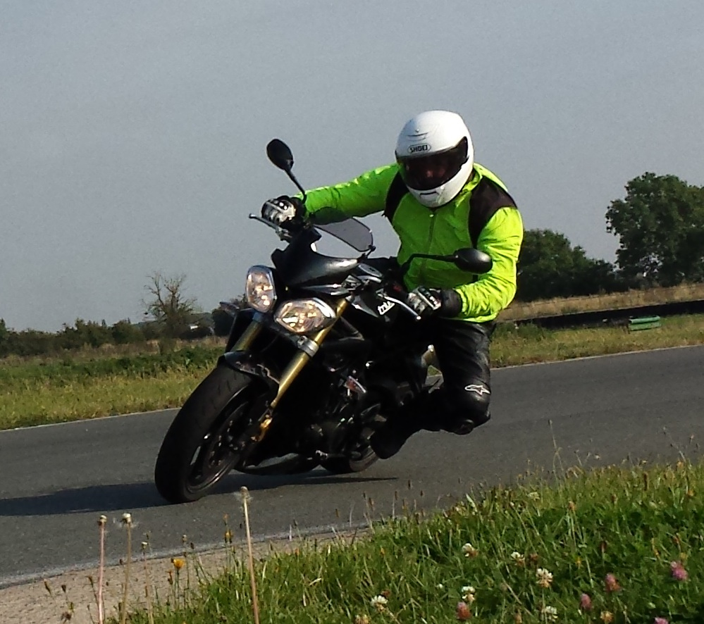 Motorcycle lessons in Surrey, Hampshire, Oxfordshire, Warwickshire, Lincoln, London, Sussex, Kent, Suffolk, West Midlands, East Midlands, Bedfordshire
