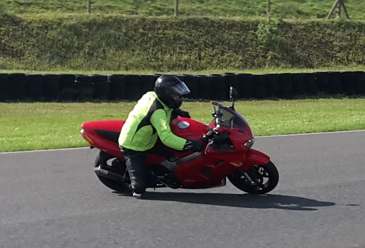1 handed Knee down