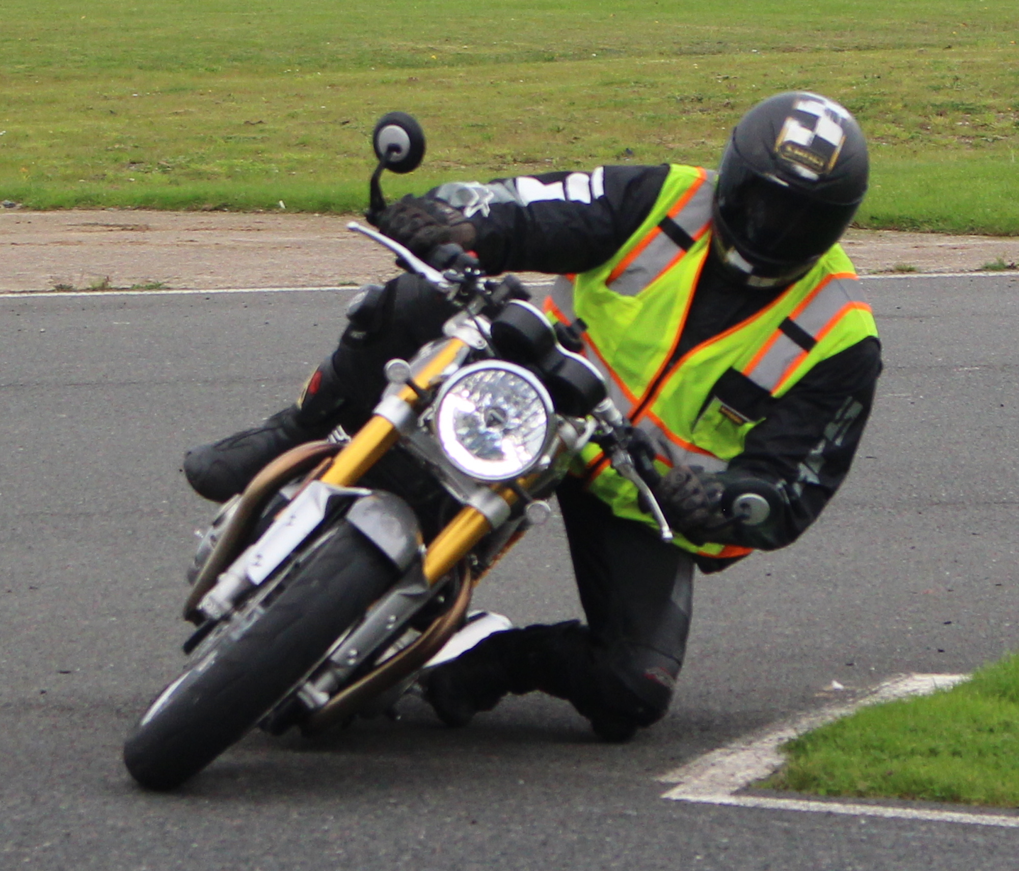 Triumph Knee down advanced motorcycle training